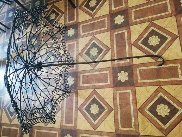 В Оренбурге нашли пропавший у скульптуры зонт