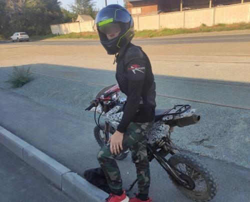 В Орске и Новотроицке подростки без прав и шлемов управляют мопедами