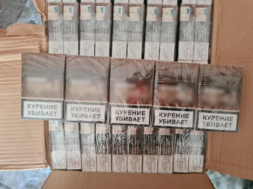 В Новотроицке у местного жителя изъяли около 60 тысяч пачек контрафактных сигарет
