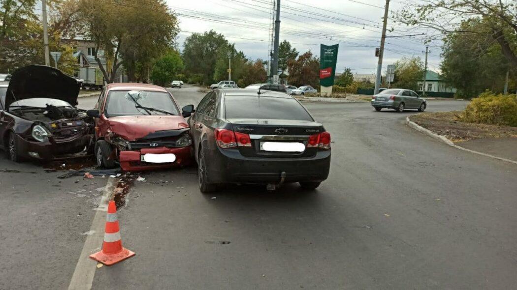 В Оренбурге при столкновении трех автомобилей пострадал двухмесячный малыш