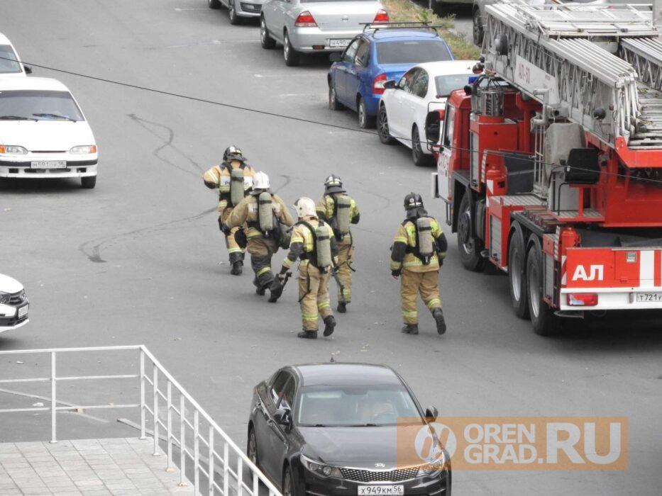 В Оренбурге на пожар по улице Чкалова выехали 10 пожарных расчетов